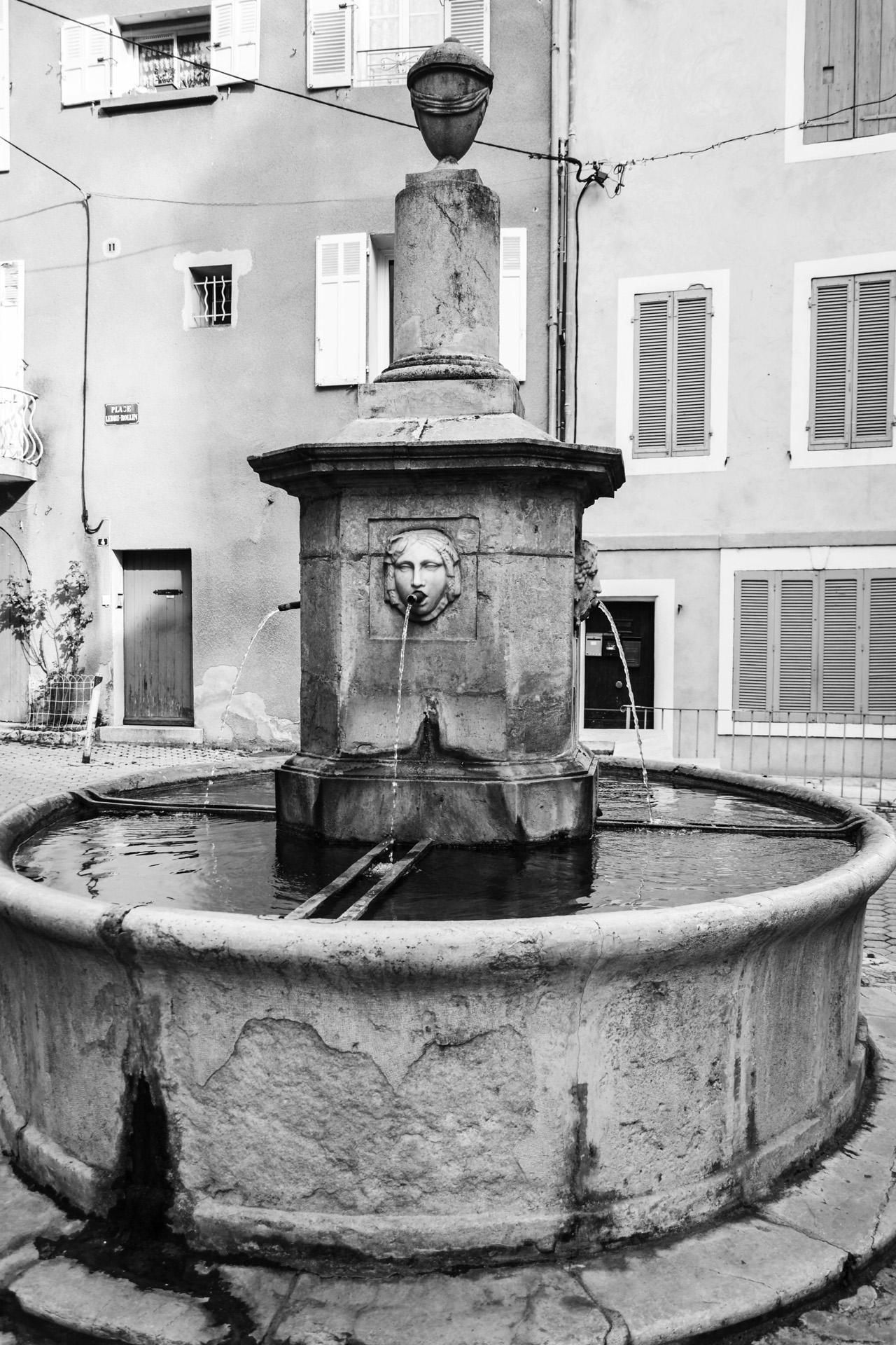 Barjols_Var_Provence_5_fontaine_traditionelle